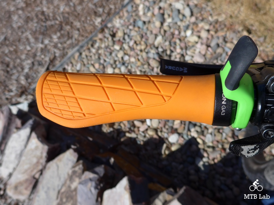 NEW Ergon GA3 MTB Bike Grips w Ergonomic Mini Wing Berry All Mountain//Trail