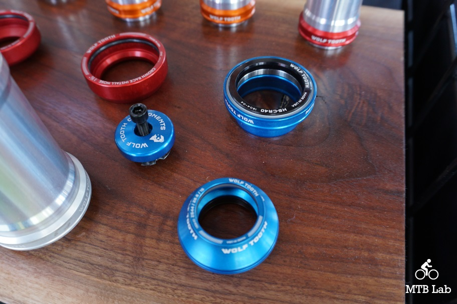 Wolf Tooth Components EC44//40 Lower Headset Blue
